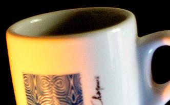 Nouveau design pour les tasses à café des Cafés Chapuis.